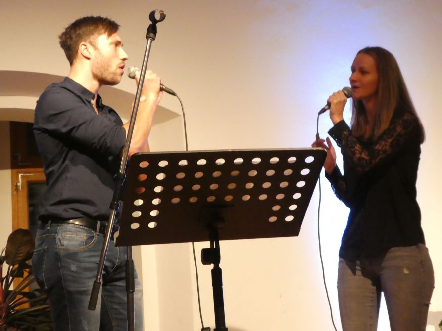 "Maria Simml und Alexander Bauer interpretieren Pinks ""I have seen the rain""."